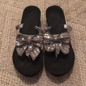 Black flip flops with silver bows